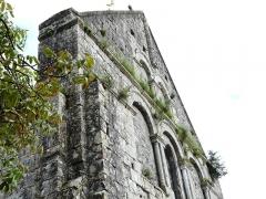 Eglise Saint-Martin - Français:   Le haut du mur nord-ouest de l\'église Saint-Martin, Marthon, Charente, France