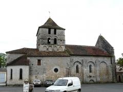 Eglise Saint-Martin - Français:   La façade nord-est de l\'église Saint-Martin, Marthon, Charente, France