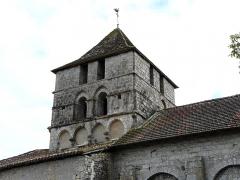 Eglise Saint-Martin - Français:   Le clocher carré de l\'église Saint-Martin, Marthon, Charente, France