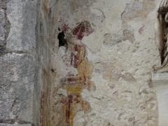 Eglise Saint-Martin - Français:   Restes de peinture murale, niche située au-dessus du portail sud-ouest, église Saint-Martin, Marthon, Charente, France