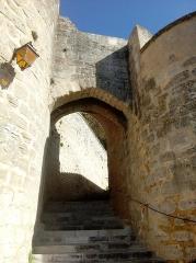 Château - Français:   Escalier d\'accès, Donjon de Montignac, Charente, France