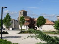 Eglise Saint-Hippolyte - Français:   Le bourg de Moulidars, Charente, France