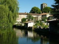 Eglise Saint-Hilaire - English: the river Boëme and the church at Mouthiers, Charente, France