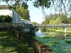 Moulin à papier de Fleurac - English: watermill (paper museum)