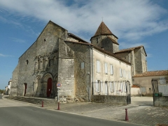 Eglise Saint-Pierre - English: fortified church