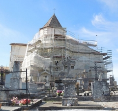 Eglise Saint-Pierre - English: Reignac, Église Saint-Pierre, the east side while undergoing renovation in September 2016
