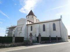Eglise Saint-Pierre - English: Reignac, Église Saint-Pierre seen from the northwest