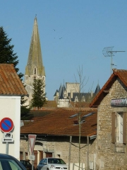 Eglise Saint-Cybard - English: church and castle of La Rochefoucauld (Charente, France) seen from the train station
