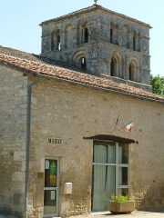 Eglise Saint-Amant - English: town hall of St-Amant-de-Bonnieure, Charente, SW France, aside the church
