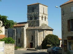 Eglise Saint-Michel - English: church of Saint-Angeau, Charente, SW France