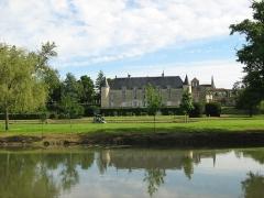 Château de Saint-Brice - Deutsch: Das Schloss von Saint-Brice am Ufer des Flusses Charente
