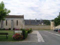 Eglise Saint-Brice - Français:   église et château de Saint-Brice