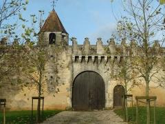 Logis de Gardépée - English: entrance of castle of Garde-Epée, St-Brice, Charente, SW France