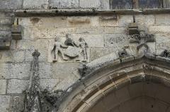 Eglise Saint-Claud - Deutsch: Katholische Kirche Saint-Claud in Saint-Claud im Département Charente (Nouvelle-Aquitaine/Frankreich), Relief am Portal