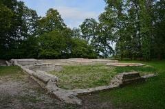 Théâtre gallo-romain dit des Bouchauds - Français:   Emplacement d\'un sanctuaire gallo-romain (vue partielle), site des Bouchads, Saint-Cybardeaux, Charente, France.