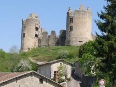 Ruines du château - Français:   Château de St-Germain-de-Confolens, Charente, France