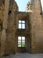 Ruines du château - Français:   Tour sud-ouest, Château de St-Germain-de-Confolens, Charente, France