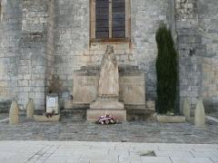 Eglise saint-Pierre - English: war memorial of Segonzac, Charente, SW France