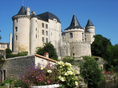 Château - English: Chateau Verteuil in Verteuil-sur-Charante - residence of de La Rochefoucauld in Poitou-Charentes, France