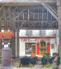 Halles - English: In the market place, Villebois-lavalette. Has been re-painted within the last 3 years, maintaining the same font