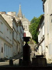 Halles - English: view upon the church from the market hall of Villebois-Lavalette, Charente, SW France