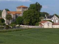 Eglise Notre-Dame - English: Voulgezac - Charente - France