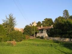 Château - Français:   le vieux bourg de Vouzan et son château, Charente, France