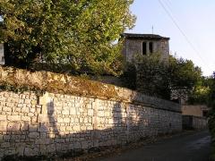 Château - Français:   le clocher de la chapelle castrale du château du vieux bourg de Vouzan, Charente, France