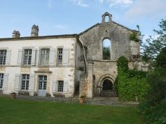 Ancienne abbaye de Fontaine Vive, ou de Grosbot - Français:   Abbaye de Grosbot (Charras, Charente, France). Aile ouest et façade de l\'église