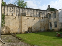 Ancienne abbaye de Fontaine Vive, ou de Grosbot - Français:   Abbaye de Grosbot (Charras, Charente, France). Cloître, l\'église