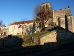 Eglise Saint-Martin - English: cross near the church of Juillac-le-Coq, Charente, SW France