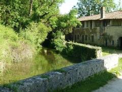 Moulin à papier du Verger - English: river Eaux-Claires at Puymoyen, Charente, France
