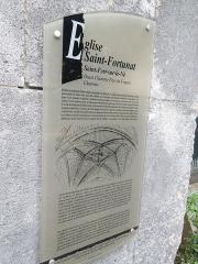 Eglise Saint-Fortunat - English: Saint-Fort-sur-le-Né, information board at the church Saint-Fortunat