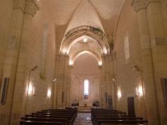 Eglise Saint-Maxime - Français:   Intérieur de l\'église de Saint-Même-les-Carrières (16), France