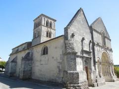 Eglise Saint-Martin - English: Arthenac: church Saint-Martin, view from southwest