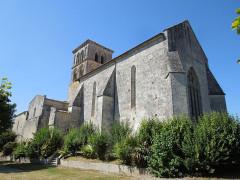 Eglise Saint-Martin - English: Arthenac: church Saint-Martin, view from southeast