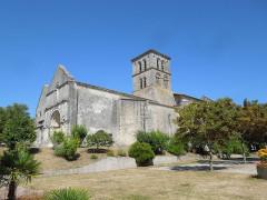 Eglise Saint-Martin - English: Arthenac: church Saint-Martin, seen from southwest