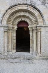 Eglise Notre-Dame - Français:   Entrée de l\'Église d\'Authon (Charente-Maritime, France).