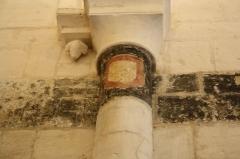Eglise Notre-Dame - Français:   Motif sur une colonne de l\'Église d\'Authon (Charente-Maritime, France).