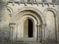 Eglise Notre-Dame - English: Avy, portal on the western facade of the village church Notre-Dame