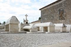 Eglise de la Trinité - Français:   Tombes carolingiennes, Église Saint-Sauveur de Bignay (Charente-Maritime, France).