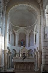 Eglise Saint-Pierre - Français:   intérieur de l\'église.