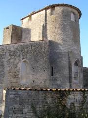 Eglise Saint-Pierre -  église fortifiée de Brie-sous-Matha