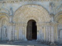 Eglise Saint-Martin - Deutsch:   Portal der katholischen Pfarrkirche Saint-Martin in Chadenac