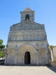 Eglise Saint-Martin - Deutsch:   Die Westfassade der katholischen Pfarrkirche Saint-Martin in Chadenac