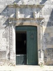 Eglise Saint-André - Français:   Entrée de l\'église de Clion, Charente-Maritime, France