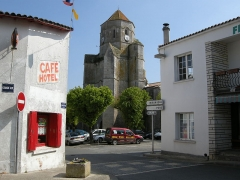 Eglise Saint-Pierre - English: The church of Cozes, Charente Maritime - France