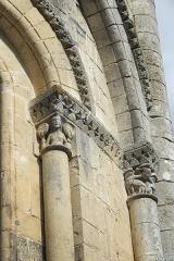 Eglise Saint-Pierre - Deutsch: Kirche Saint-Pierre in Dampierre-sur-Boutonne im Département Charente-Maritime (Nouvelle-Aquitaine/Frankreich), Kapitelle