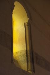 Eglise Saint-Pierre - Deutsch: Kirche Saint-Pierre in Dampierre-sur-Boutonne im Département Charente-Maritime (Nouvelle-Aquitaine/Frankreich), Fenster