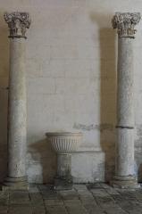 Eglise Saint-Pierre - Deutsch: Kirche Saint-Pierre in Dampierre-sur-Boutonne im Département Charente-Maritime (Nouvelle-Aquitaine/Frankreich), Taufbecken